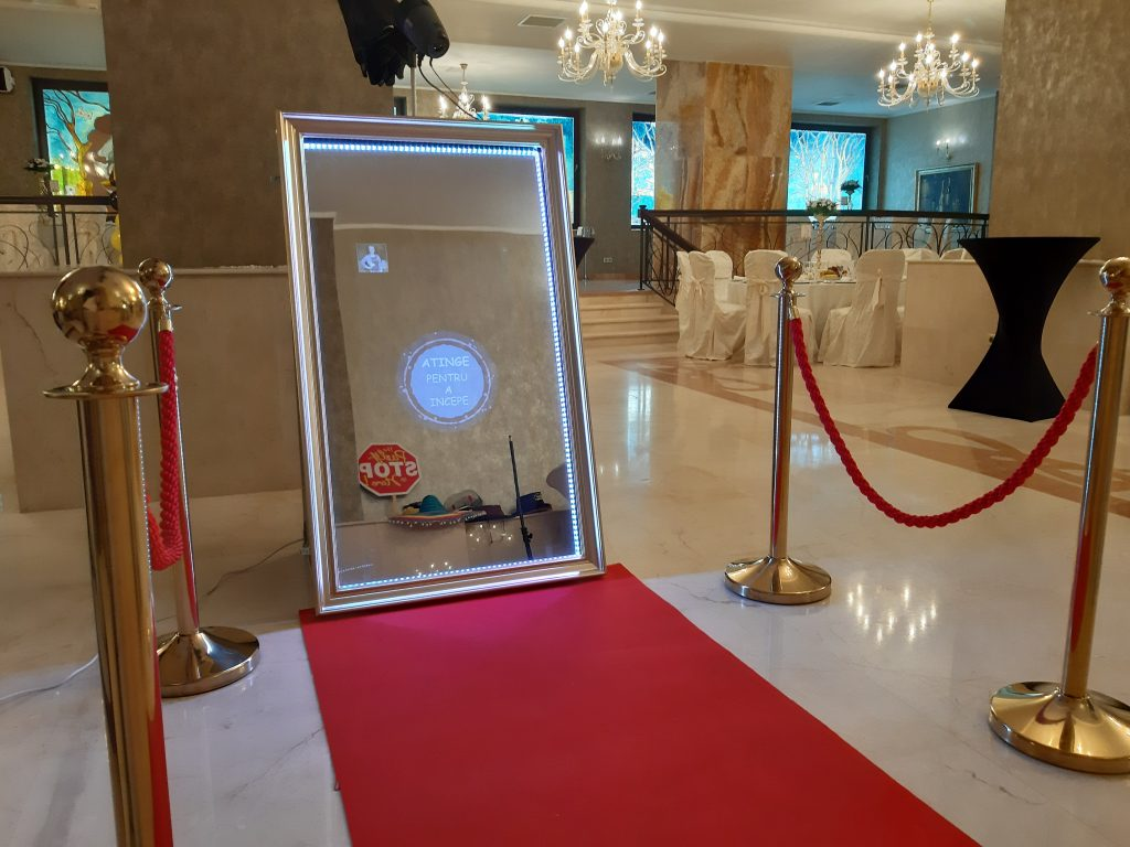 Oglinda foto, magic mirror booth, cabina cu nebunii